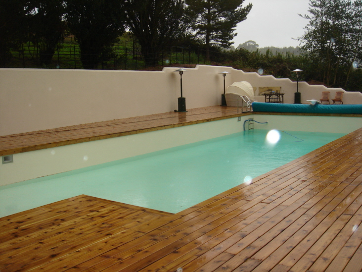 db_Outdoor_swimming_pool_surounded_by_hardwood_deck1